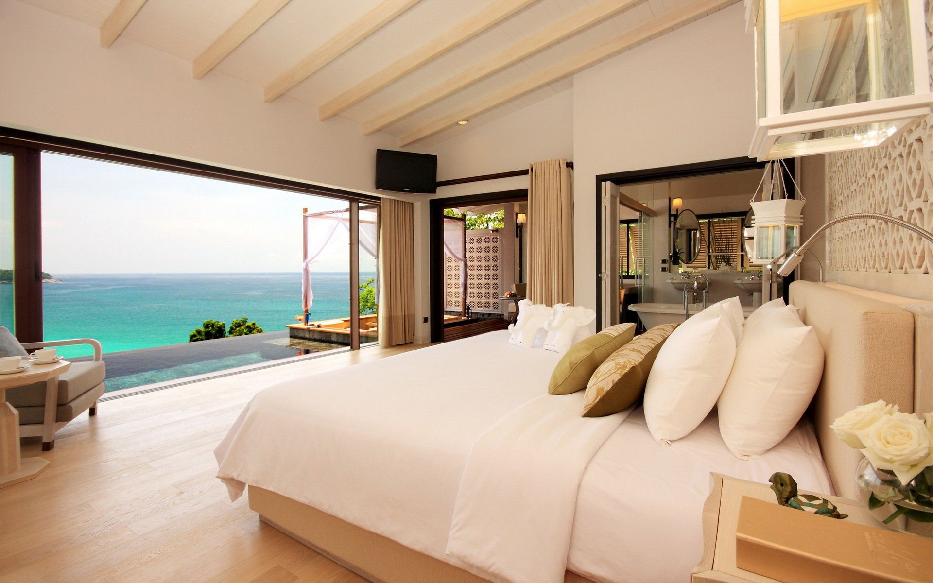 Pretty Bedrooms Look At This Bedroomthe Light Colors Really Complement The Ocean