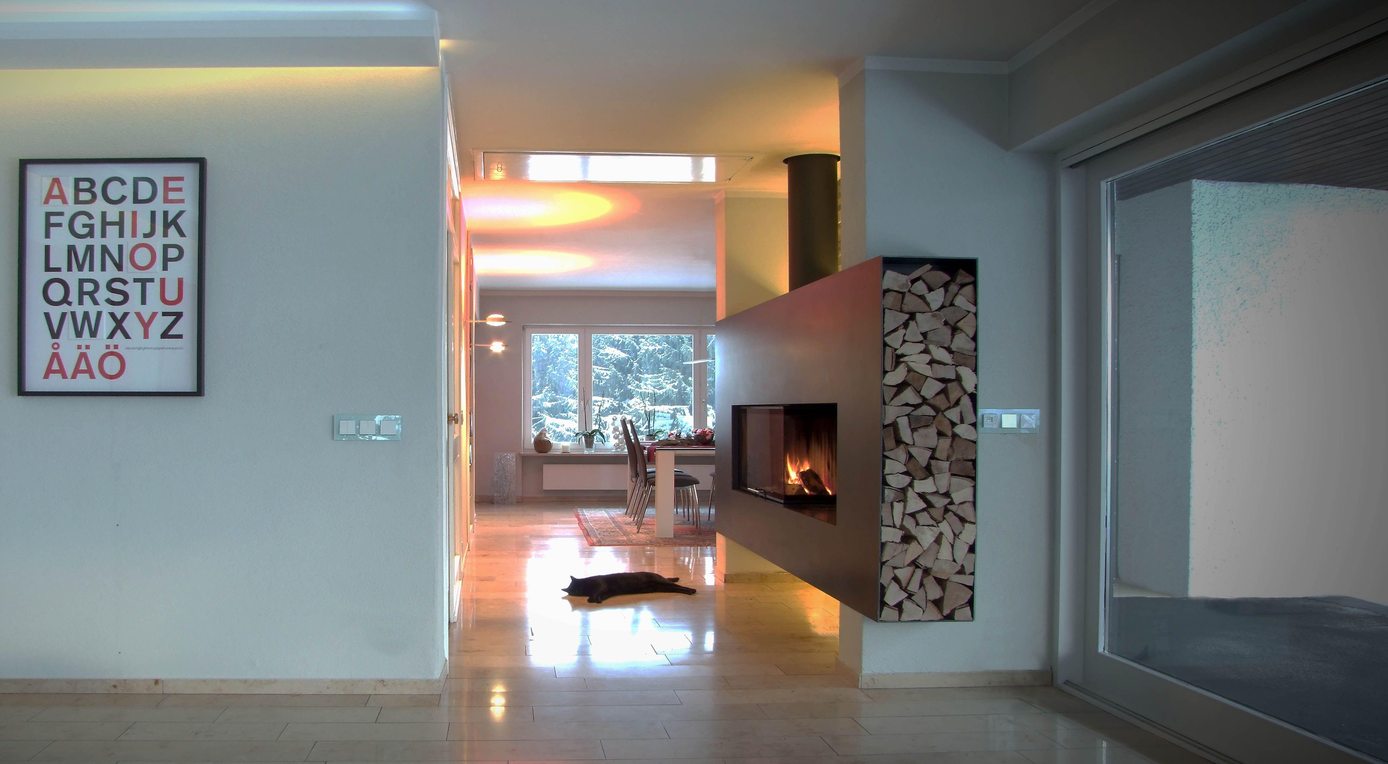 moderner schwebender kamin mit stahlfront modern floating fireplace made of steel moderne. Black Bedroom Furniture Sets. Home Design Ideas