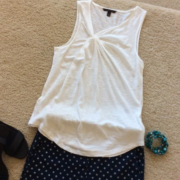 """Banana Republic tank Banana Republic slub tank. Knotted at the chest for added detailing. Sleeveless. White. Closet staple. Laying flat approx 25"""" long, approx 16"""" pit to pit. Size XS. 55 cotton 45 modal. NWOT, never worn. Banana Republic Tops Tank Tops"""