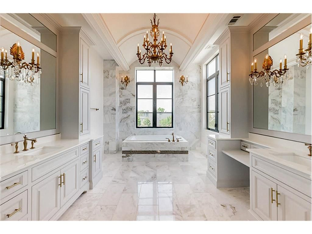 1343 Peden, Houston, TX 77006: Photo The Master Bath is truly ...