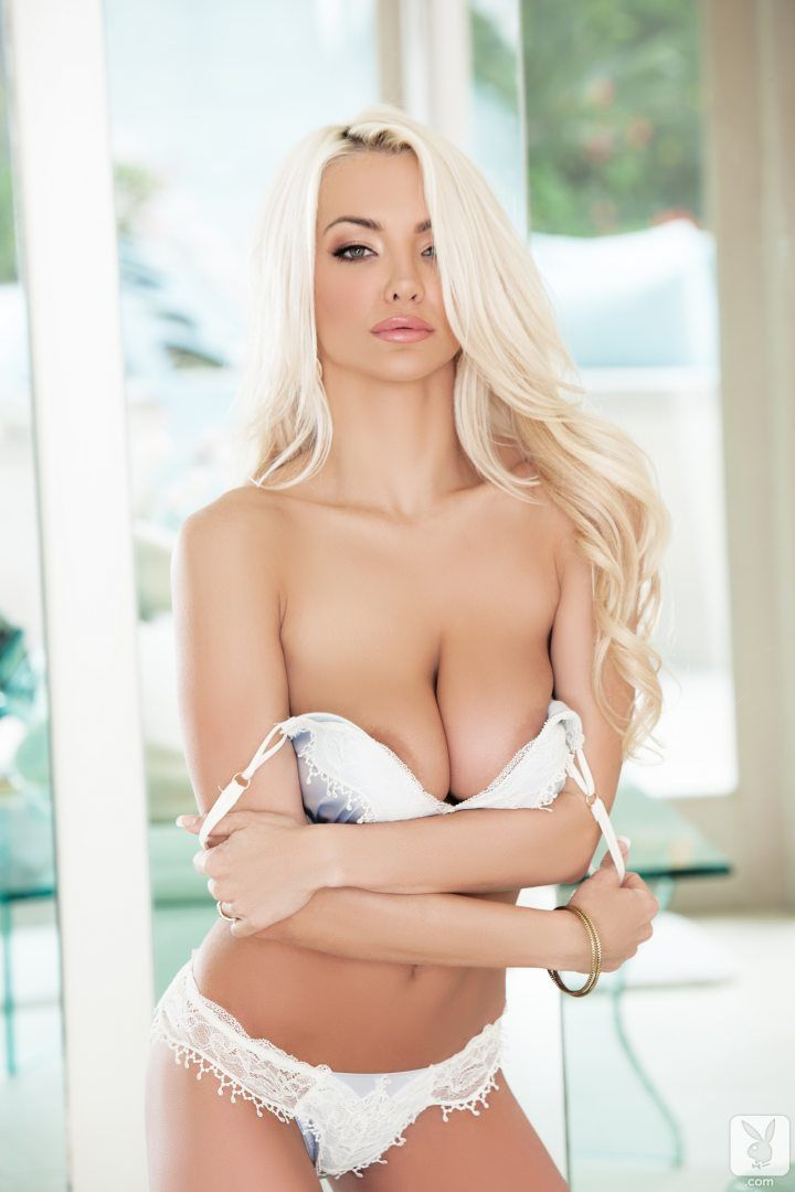 Lindsey Pelas Can't Stop Her Massive Size 32DDD Natural ...