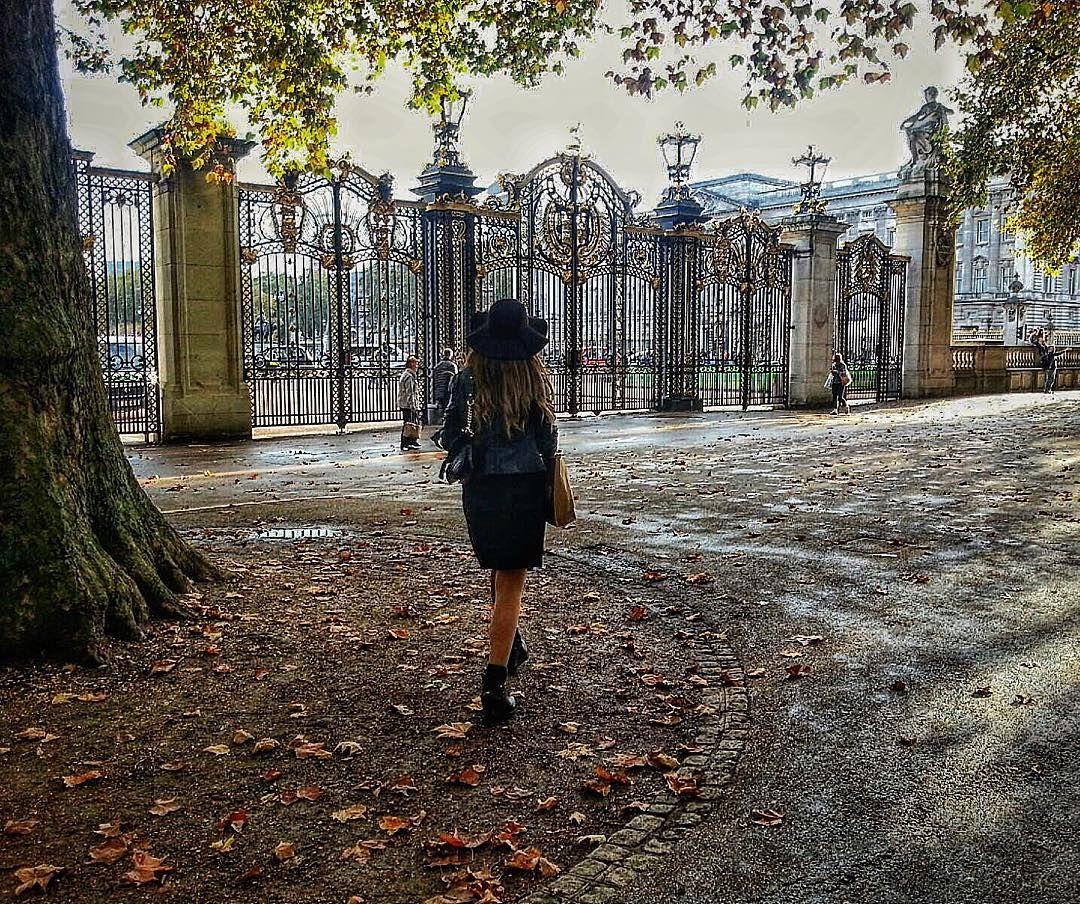 Let's talk about my passion for London  #london #england #uk #buckinghampalace #buckingham #europe #eurotrip #coisasdelaurinha by laura_micaela