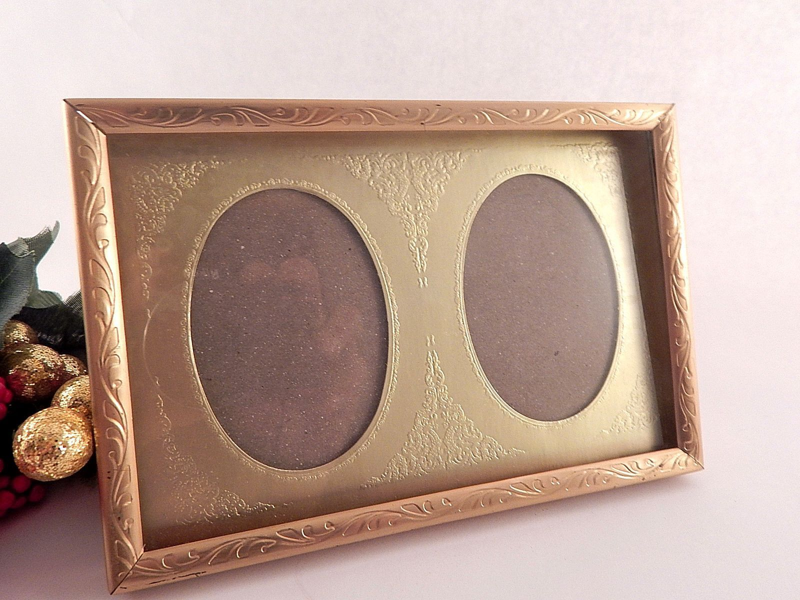 Gold metal double picture frame two oval portrait or landscape gold metal double picture frame two oval portrait or landscape table top easel back photograph display jeuxipadfo Image collections