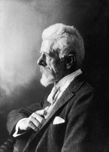 Laurits Tuxen  1853.12.09 København. Han dør i København 1927.11.21.Maler  og billedhugger  og professor  ved Kunstakademiet.