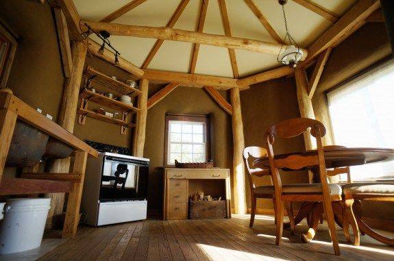 STRAWTRON Timber Frame And Straw House: An Efficient, Spacious Yet Small,  Beautiful,