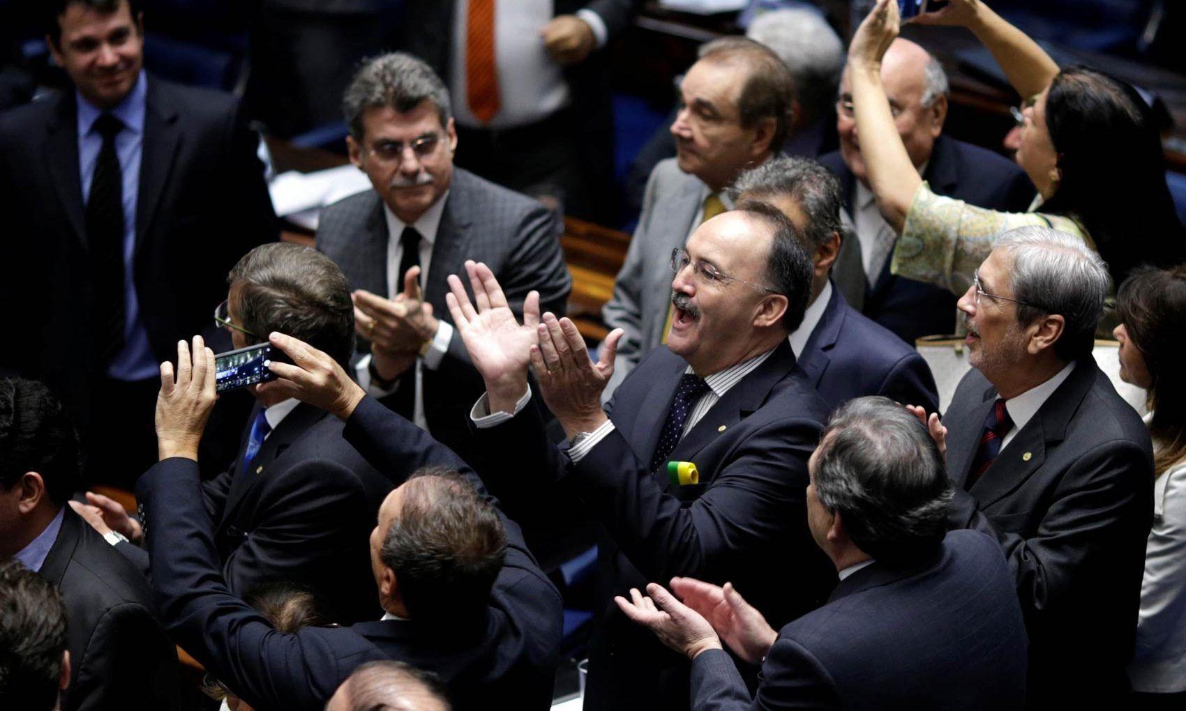 O plenário do Senado aprovou nesta quarta-feira (31), por 61 votos favoráveis e…