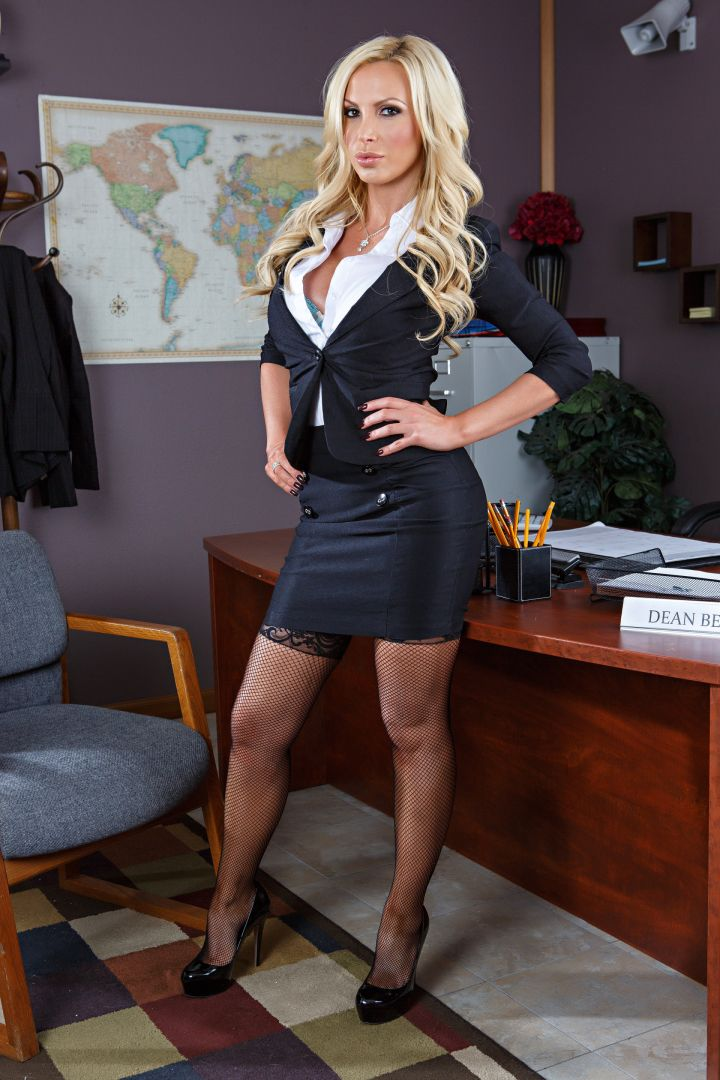 chinook milf women Blouses & shirts don't get chicer than this bebe has the hottest selection of sexy & silk blouses for every occasion free shipping over $100.