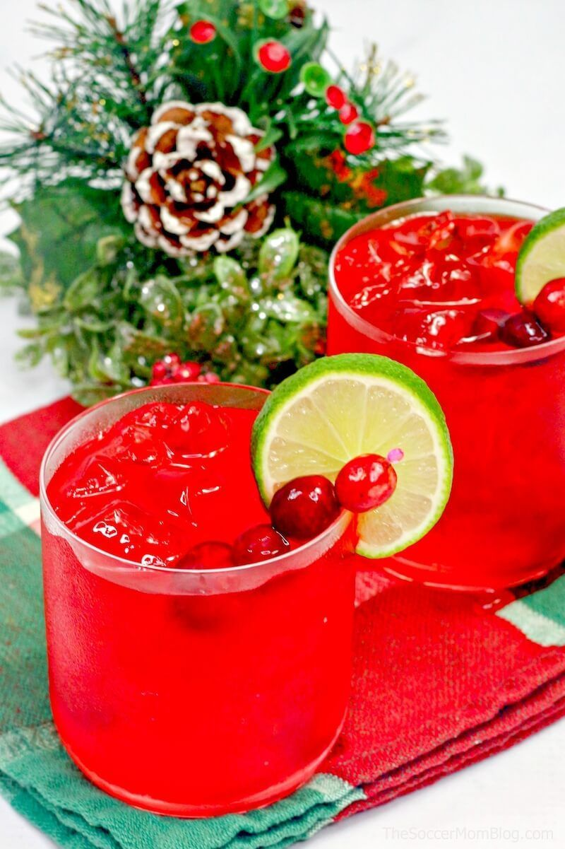 Merry Christmas Margaritas #christmasmargarita Get into the holiday spirit with a fabulously festive Christmas margarita! These cranberry margaritas are absolutely beautiful and easy to make! #christmasmargarita
