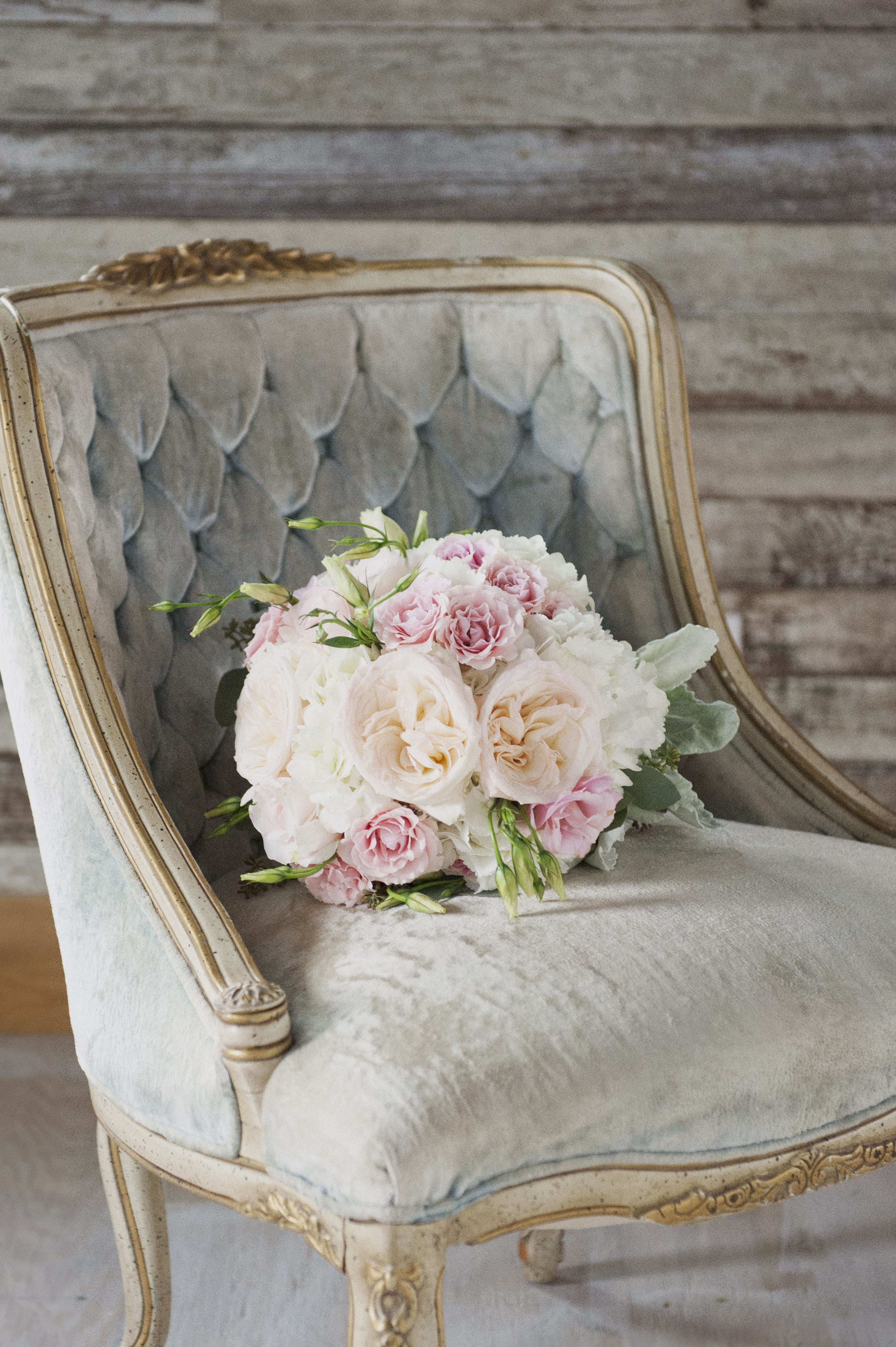 Antique wedding chair - Vintage Velvet Chair And Rose Bouquet