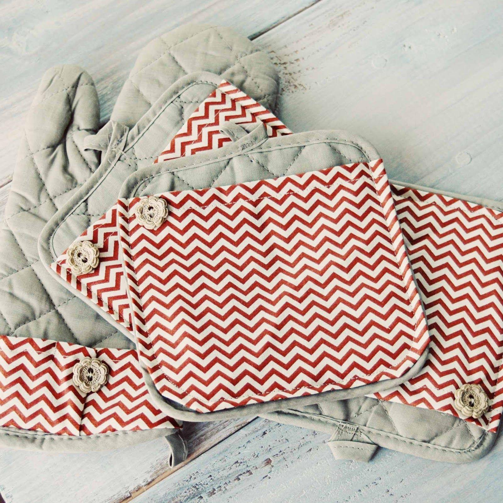 Carissa Miss: dollar store hot pads, so cute.