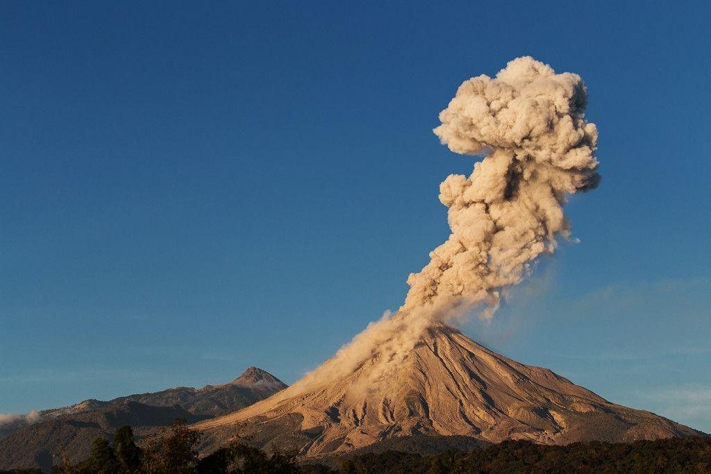 Lava + Ash + Lightning = the Perfect Volcano Photo | Pinterest ...