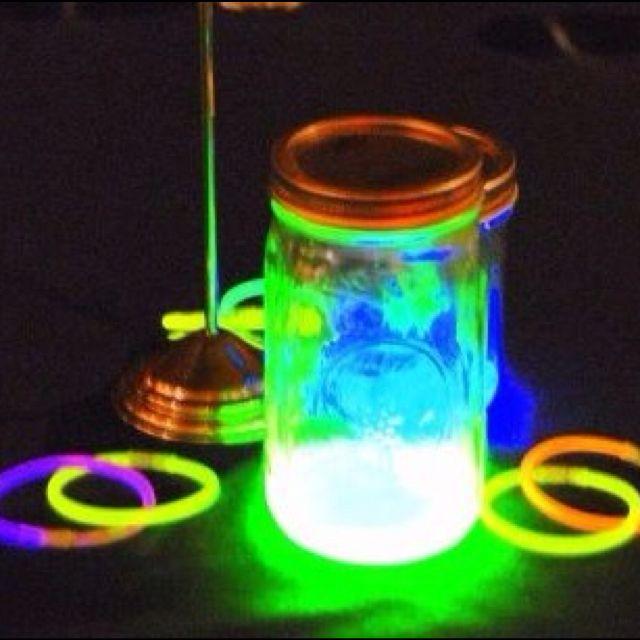 Centerpiece idea for glow party! Party Ideas Pinterest - sweet 16 halloween party ideas