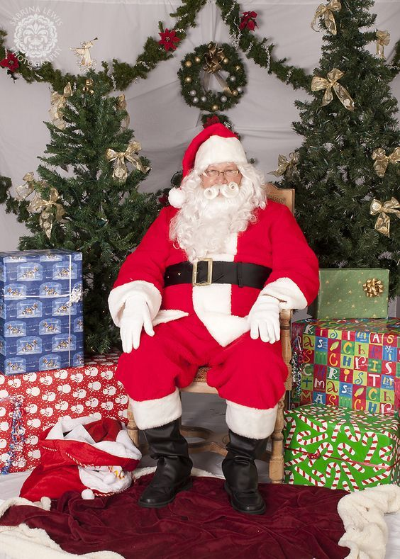 Fabulous Photo Booth Idea With Photoshoot With Santa Christmas Photo Booth Ward Christmas Party Christmas Backdrops