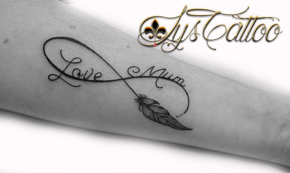 tatouage signe infini love mum par Lys Tattoo à Gradignan