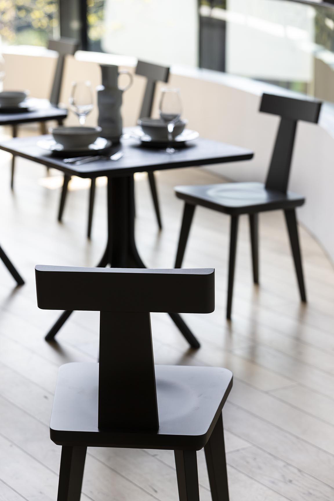 La sedia T Coffee di @sipasedie è fortemente caratterizzata dallo schienale a forma di lettera T, con una presenza grafica che la rende protagonista di ogni ambiente in cui viene collocata. #homedesign #homedecor #lovedesign #interiordesign #designdinterni #homestyle #lovedesign