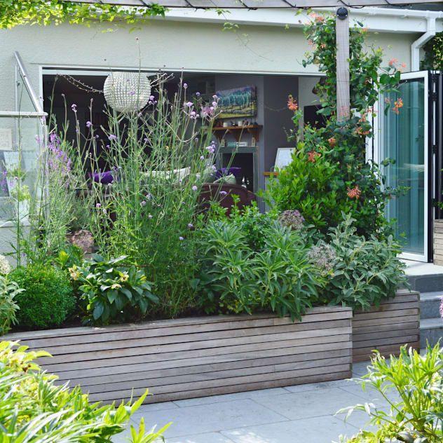 Courtyard Garden: klassischer Garten von Unique Landscapes #sichtschutzpflanzen