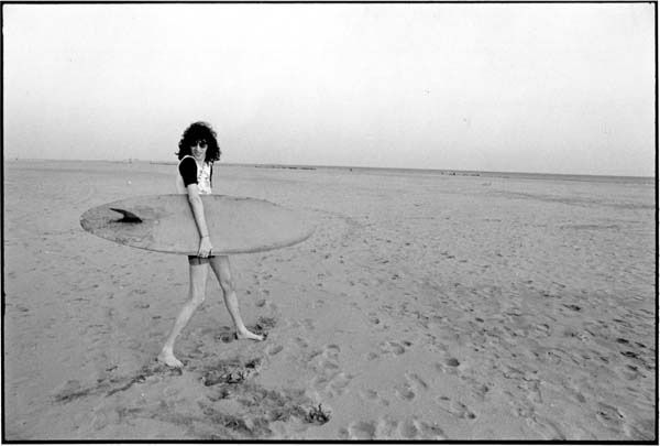 Joey Ramone Goes Surfing photographed by Roberta Bayley, 1977
