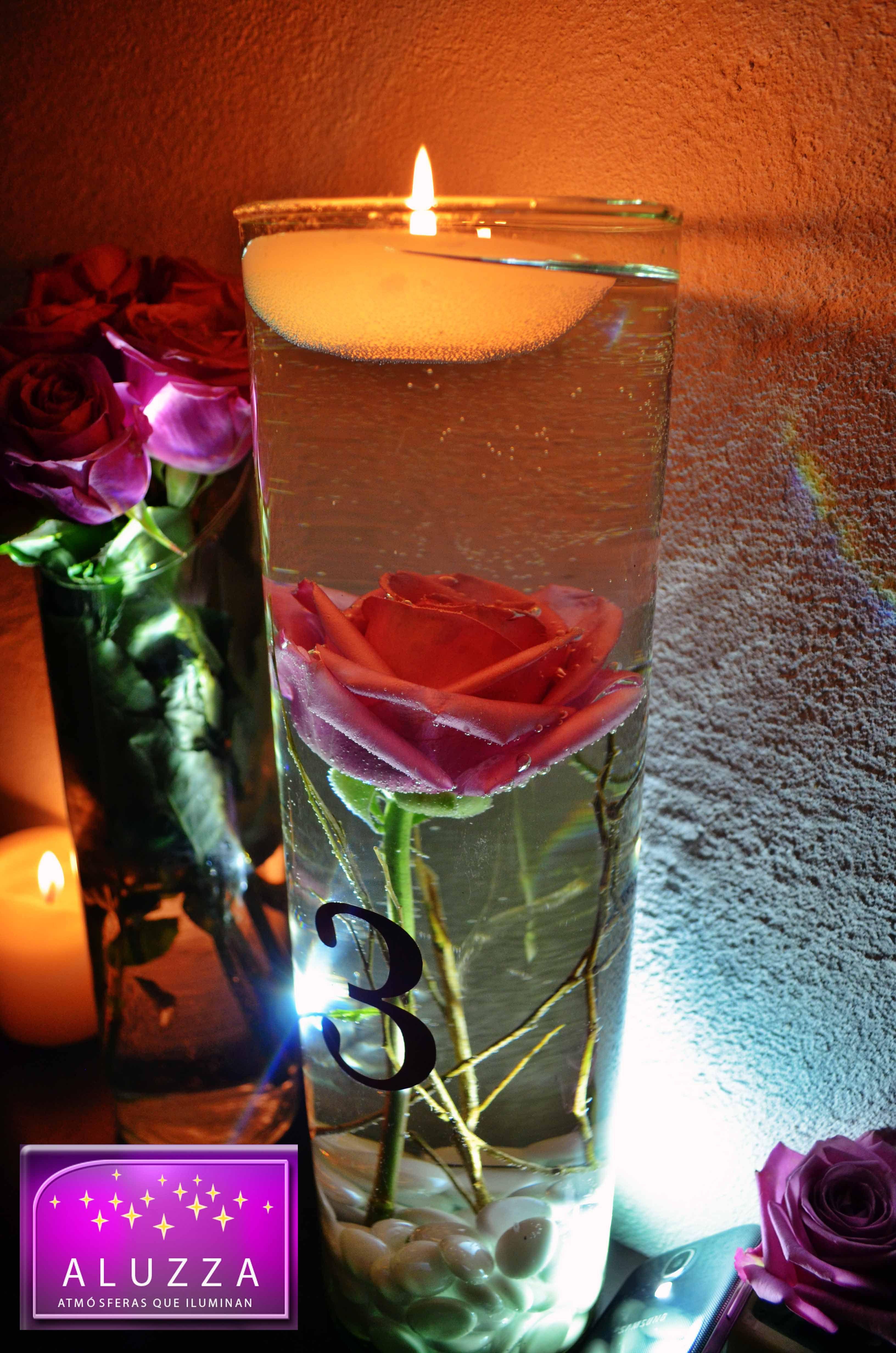 Centro de mesa con velas flotantes y flores sumergidas aluzza centros de mesa aluzza - Centro mesa velas ...