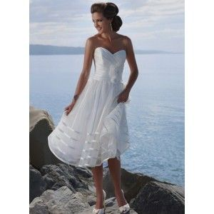 straplessbridal dress with sweetheart neckline and zipper