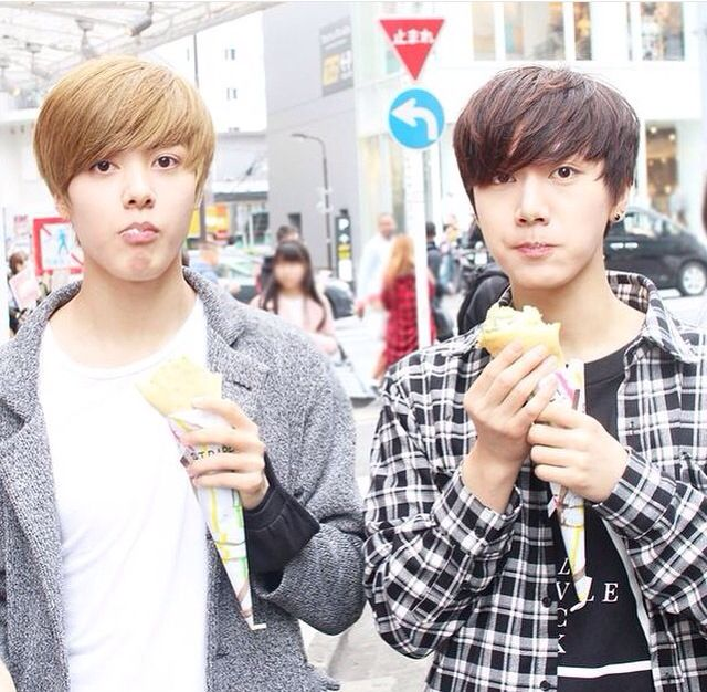 Hansol and Ten #SMROOKIES they r so friggin cute in this pic