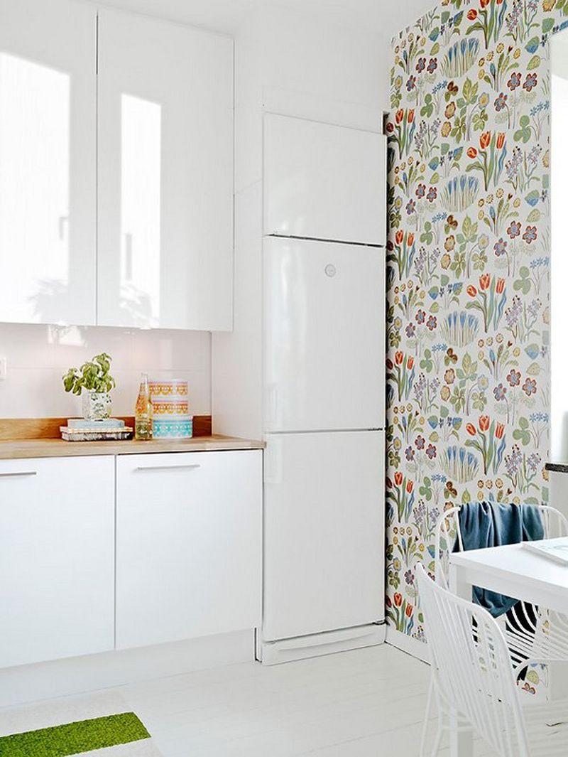 Fantastic Floral Wall Paper And Modern White Cabinets Scandinavian Style Kitchen From Creativehomeidea Com Koksdesign Koksmobler Kok Retro