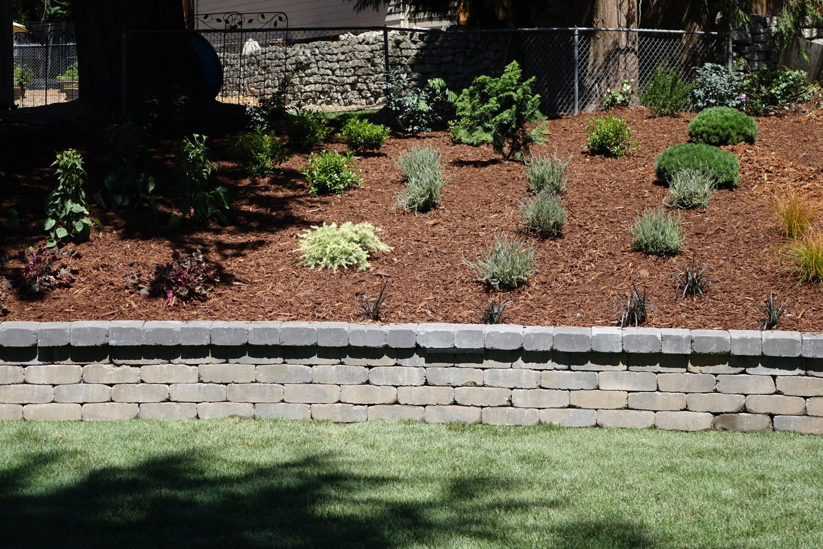 Harvest Blend TuscanStone Retaining Wall (project by Dreamscapes)