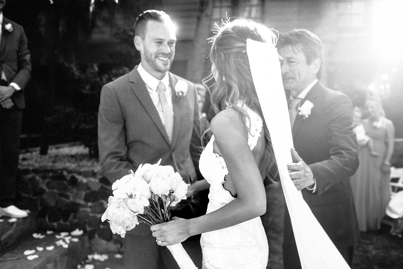 тоже свадьба мельниченко и николич фото обмотать шею