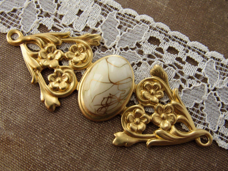 Brass  Art Nouveau Ornate Floral 18x13mm Oval Setting Connector Necklace Bracelet Link - 2 by alyssabethsvintage on Etsy