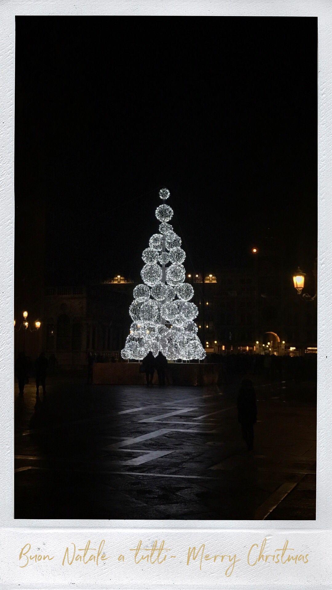 Buon Natale E Buone Feste Natalizie.Un Sincero Augurio Di Buon Natale E Buone Feste December