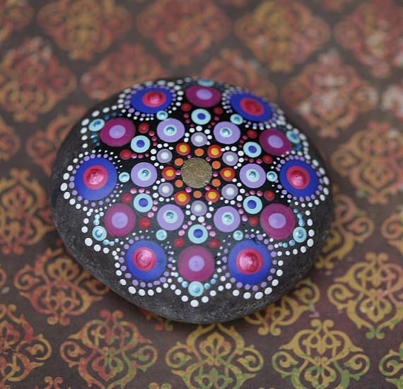 Das Wort Mandala bedeutet Kreis. Ein Mandala repräsentiert Ganzheit ...