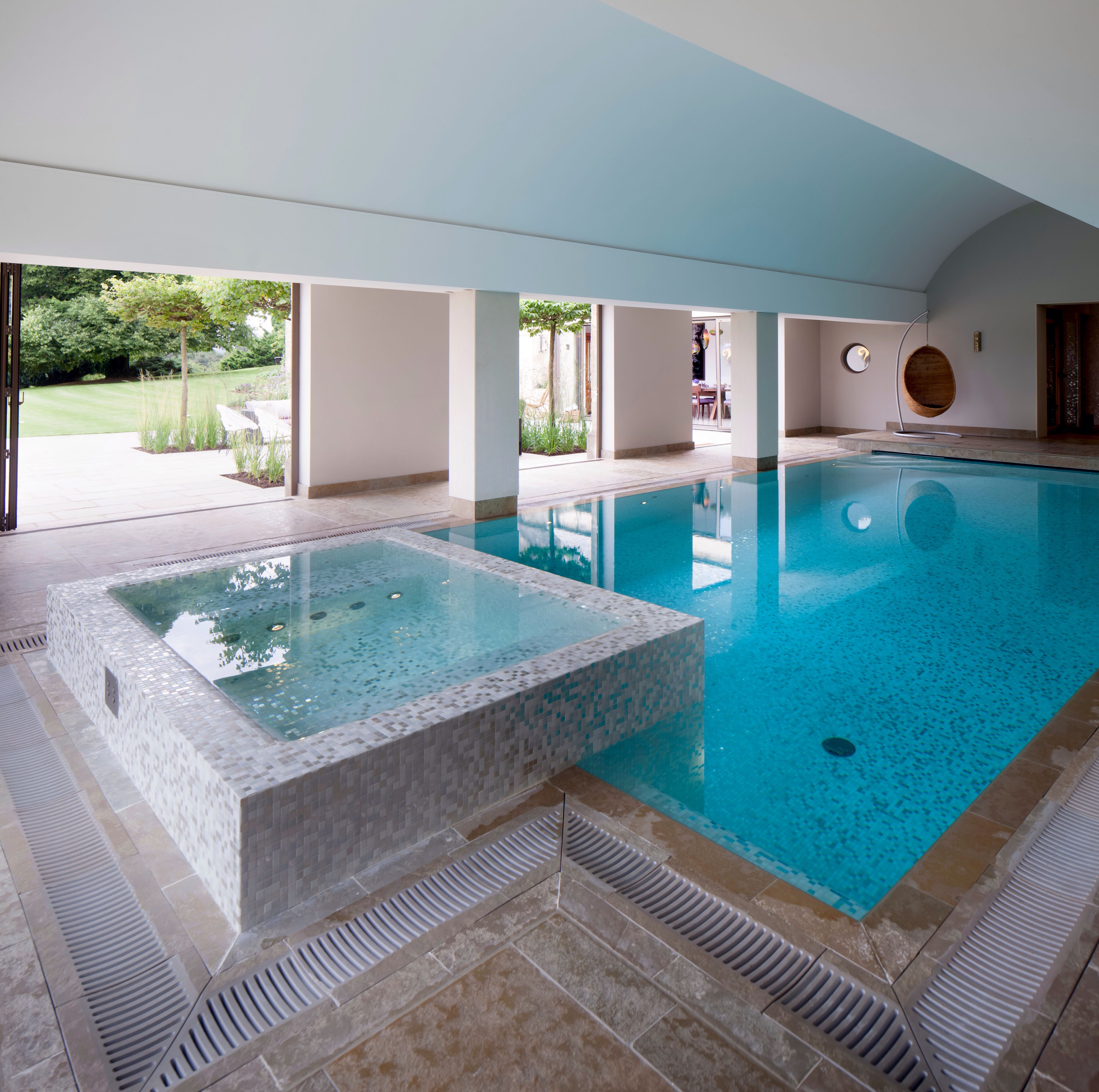 Jacuzzi In The Pool Jacuzzi In A Pool Pool Indoor Swimming Pools Swimming Pools