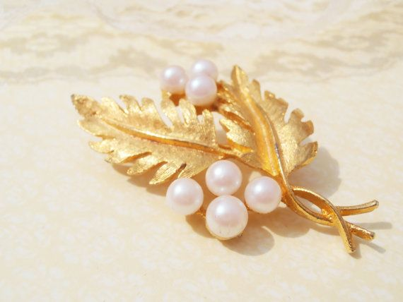 A beautiful vintage pearl brooch leaf pin in pretty white ...