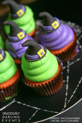 Love these cupcakes ... via Hostess with the Mostess® - Haunted Halloween Housewarming