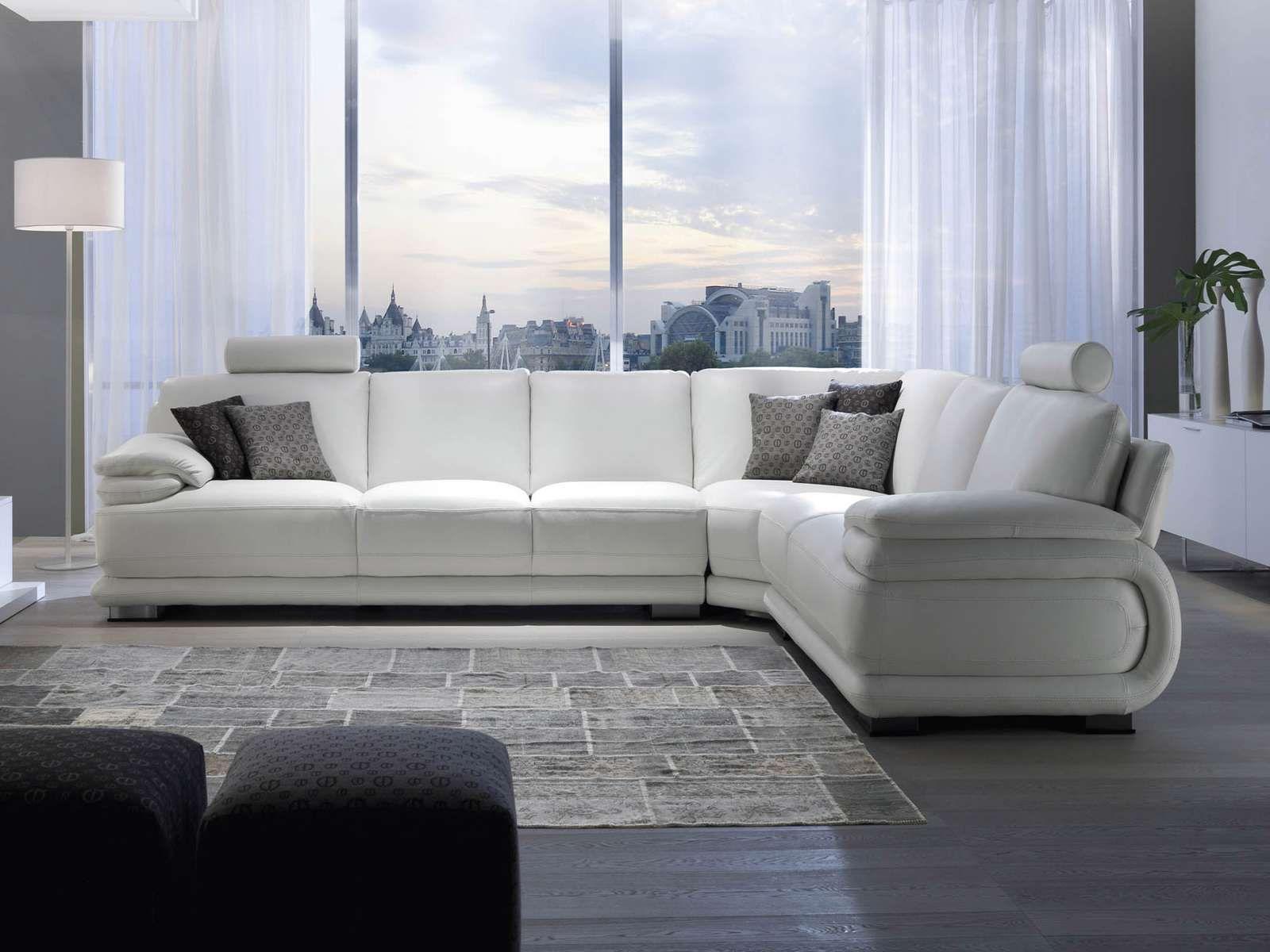 El sof ocupa la mayor parte de la sala de estar est for Desarrollar una gran sala de estar