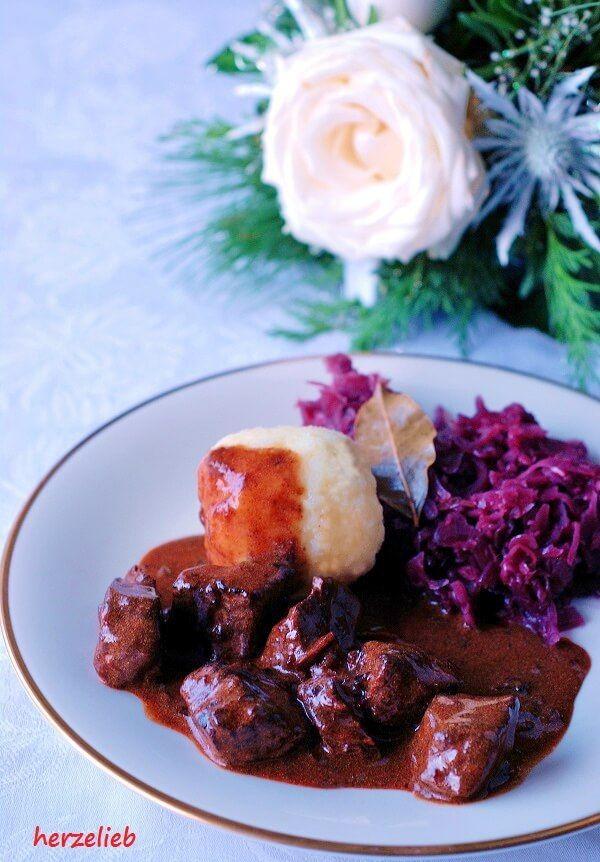 Klassisches Gulasch Rezept mit dunkler Soße - Hausmannskost ganz einfach! #gulaschrezept