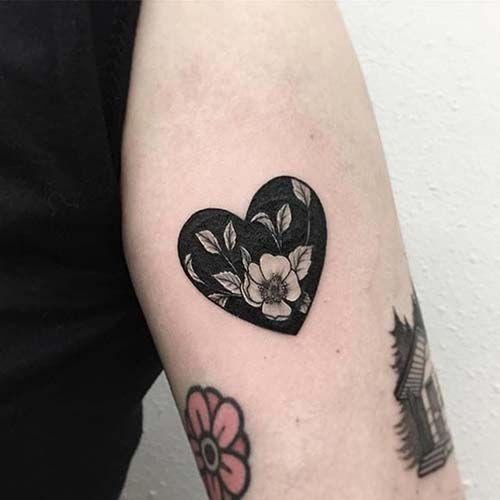 Photo of çiçekli siyah kalp dövmesi floral black heart tattoo