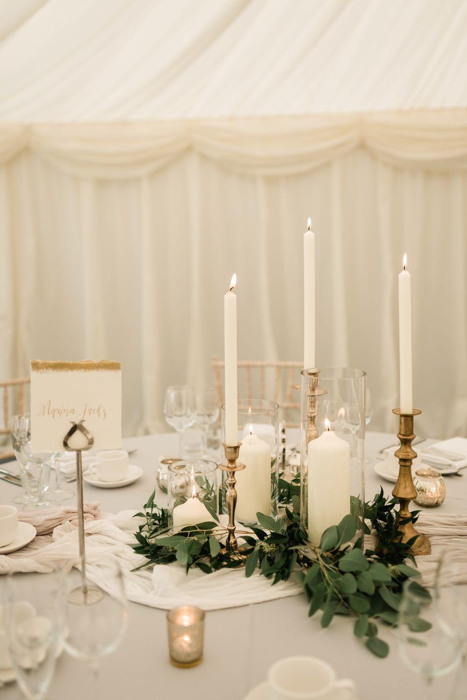 Elegante schwarze Krawatte in Grau, Grün, Weiß und Gold, Festzelthochzeit im Tullyveery House in Nordirland mit Dekor und Styling von Mood Events   - Deko  #decorate #homedecor #homedesign #interiordecor #interiordesign #interiordecorating #homedecoration #decoration #homestyle #instahome #weddingdecor #weddingflowers #wedding #dreamy #magical #romantic