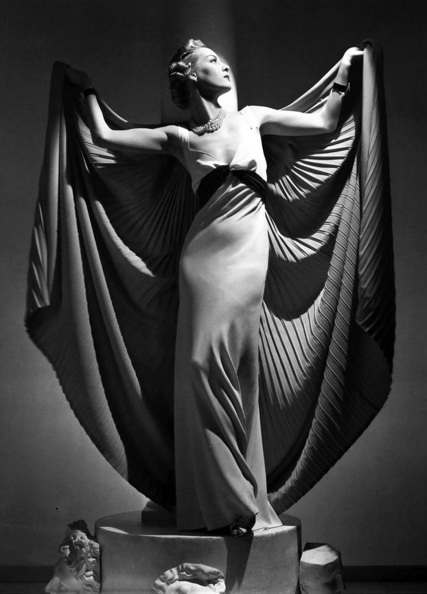 Photo Horst P. Horst, 1936,  Helen Bennett, Paris.