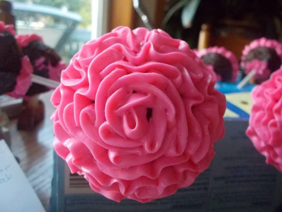 rose design on cake pops
