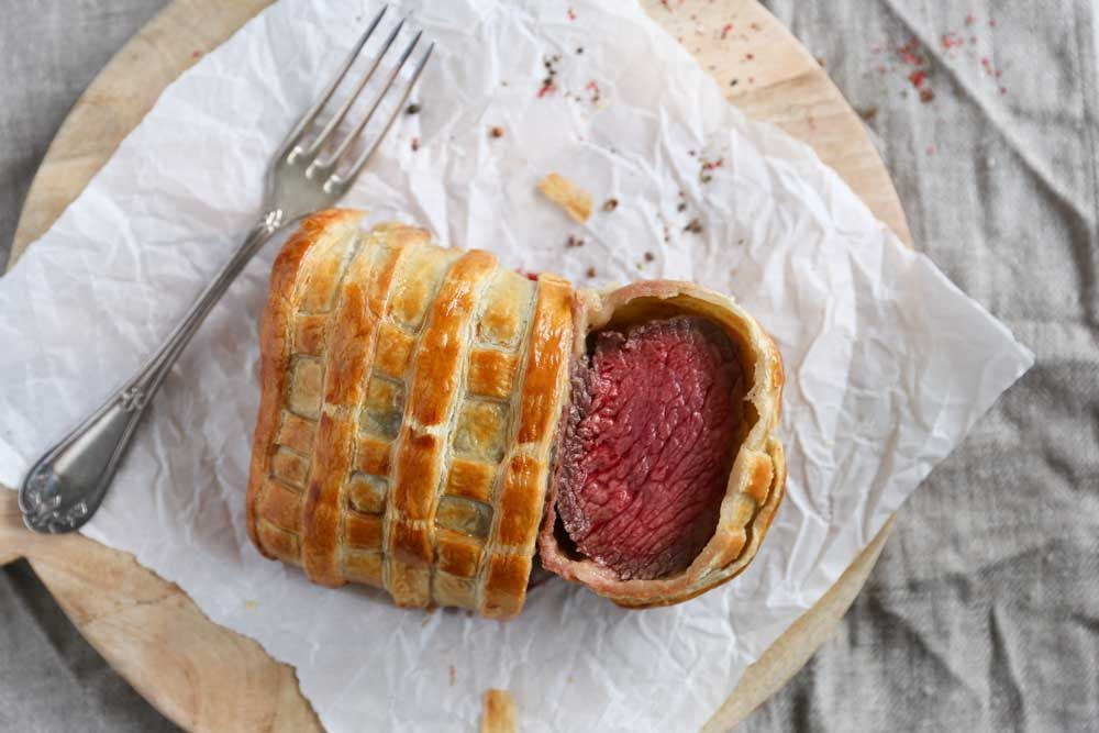 Making Beef Wellington a difficult task? Not at all! With my recipe for Easy Beef Wellington you're sure to succeed. By Eva in the Kitchen