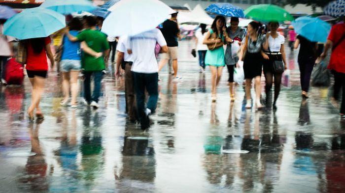 SEMUA wilayah di Jawa Barat diprakirakan bakal diguyur hujan, mulai dari intensitas ringan, sedang, dan satu-satunya kota yang diprakirakan hujan lebat adalah Kota Bogor.