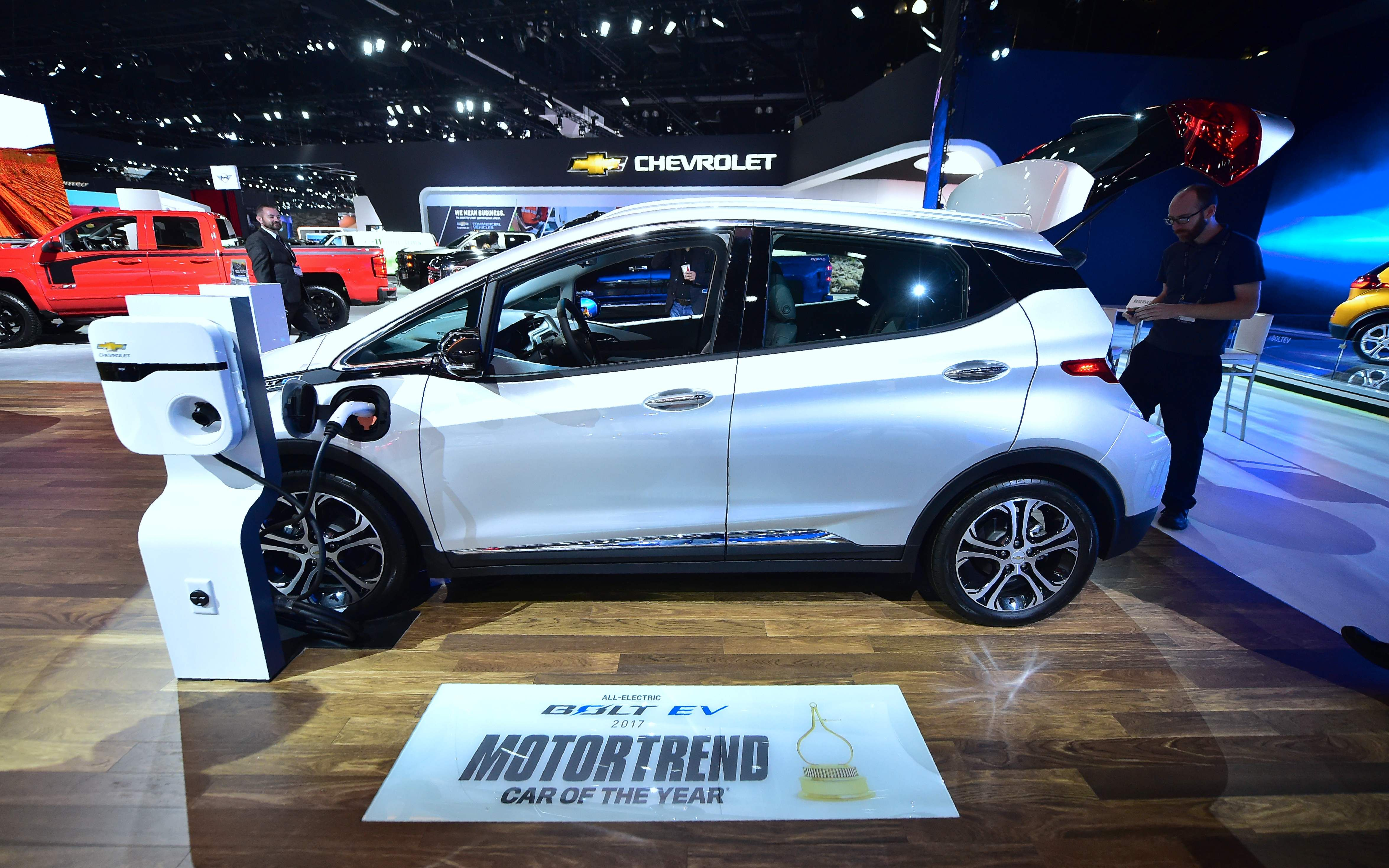 Chevy Bolt s top car award Pacifica top utility vehicle