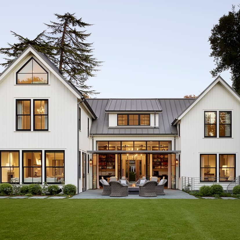 This house is a gorgeous blend of modern and rustic styles