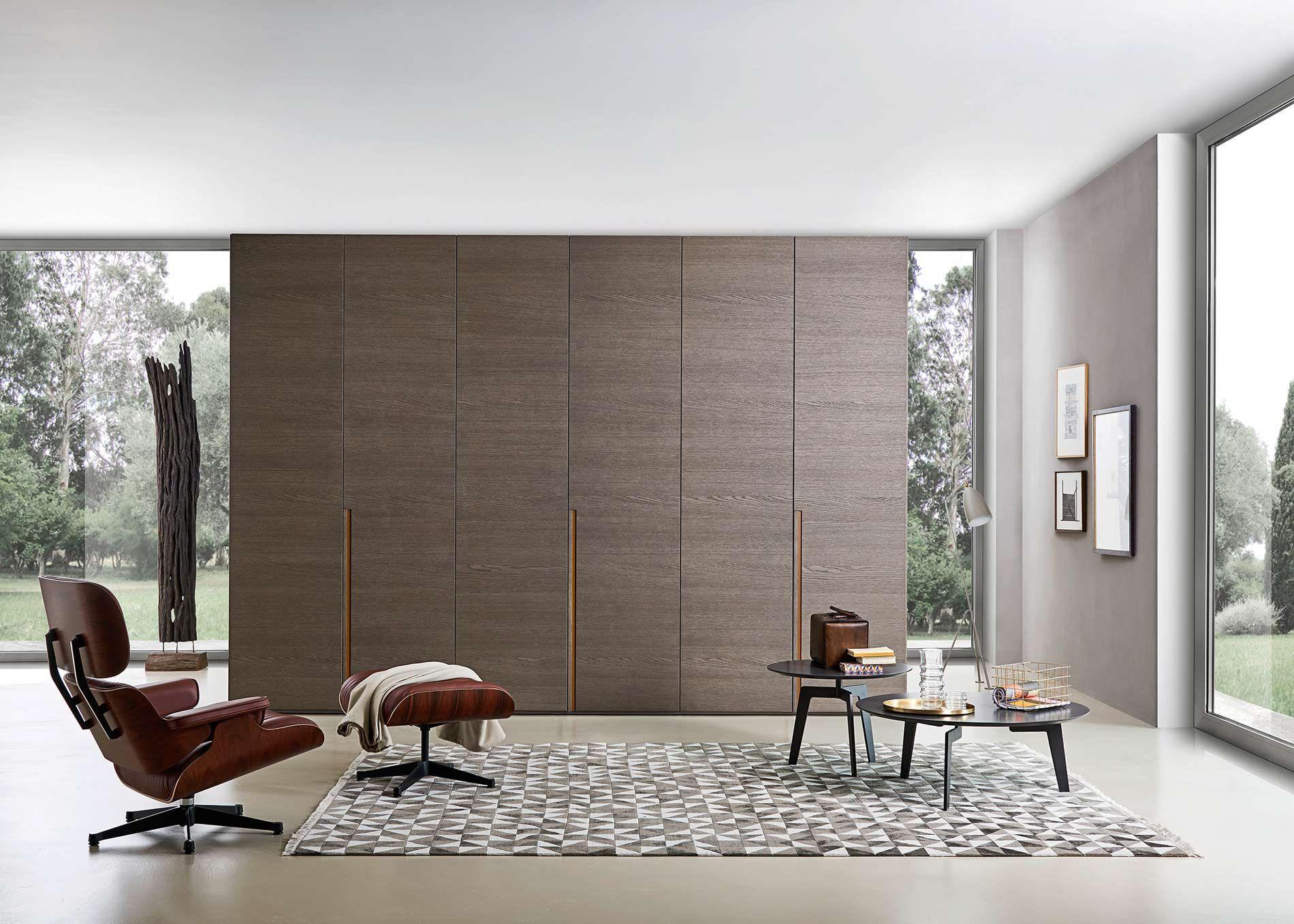 Schlafzimmer Italien ~ Moderner kleiderschrank aus italien mit einer edlen holzoberfläche