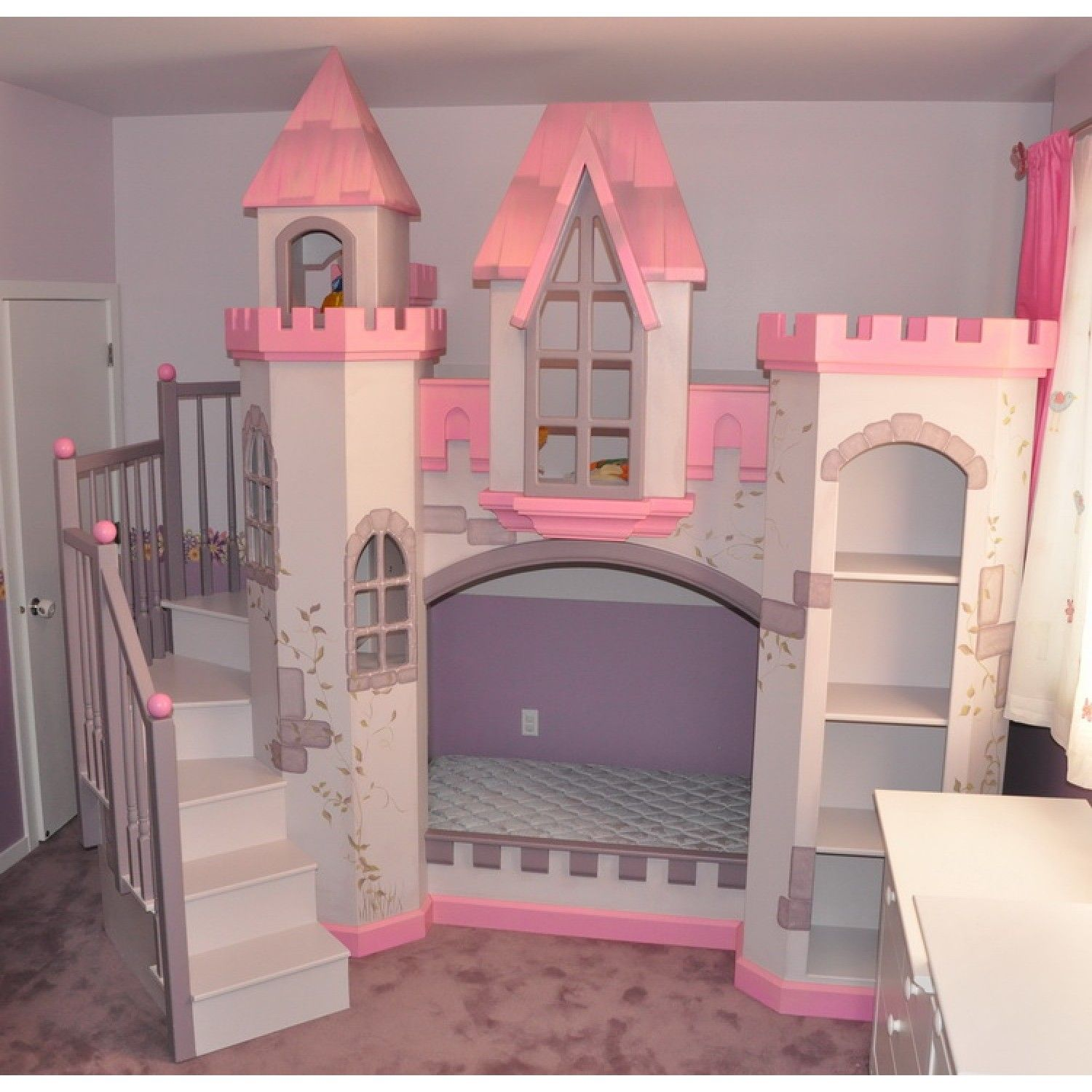 Castle beds for girls home anatolian castle bunk bed for Castle bedroom ideas