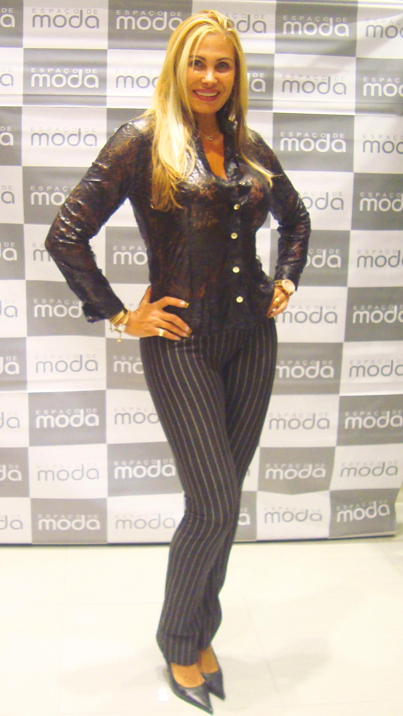 Angela Bismarchi angela bismarchi no espaço de moda   moda e espaço