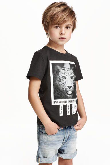 T-shirt avec impression en 2020   Coupe cheveux mi long petit garcon, Coupe de cheveux garcon et ...
