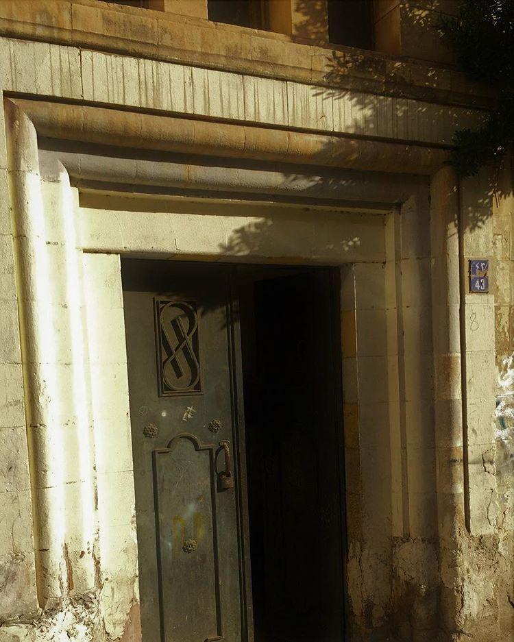 أبواب نابلسية قديمة السوق الشرقي بعدسة احمد البيتاوي Instagram Instagram Photo Photo And Video