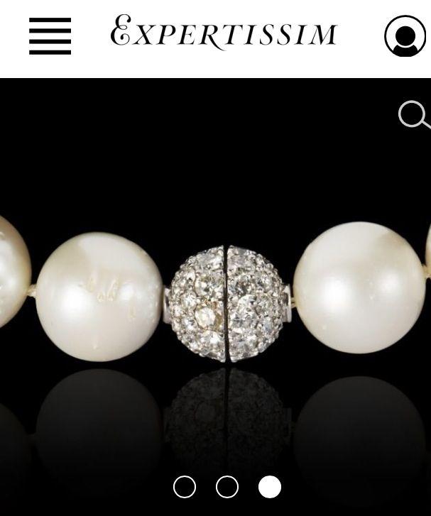 { un jour, un bijou }  A la recherche d un intemporel pour habiller vos tenues avec sobriété et élégance ? Pari tenu avec ce collier composé de perles de culture des mers du Sud, rehaussé d'un fermoir boule pavé de diamants .. Le chic à la française . En vente sur expertissim.com #bijoux #jewellery #collier #perles #diamant #chic #élégance  #parisienne #cadeau