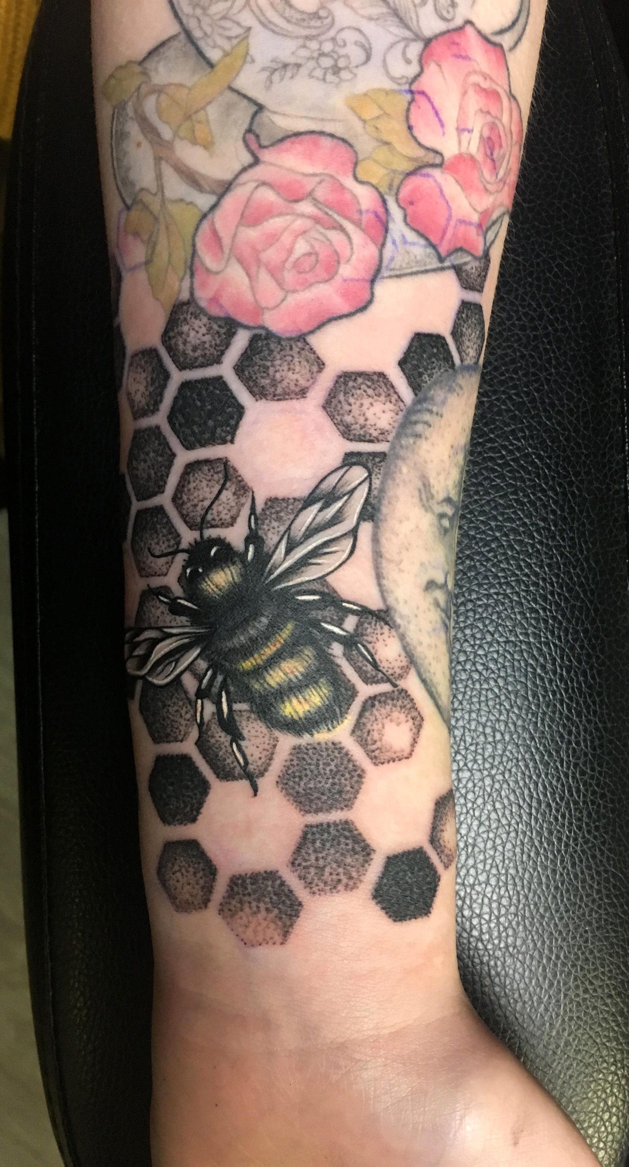 Bee Tattoo By Dawn At Skin City Dublin